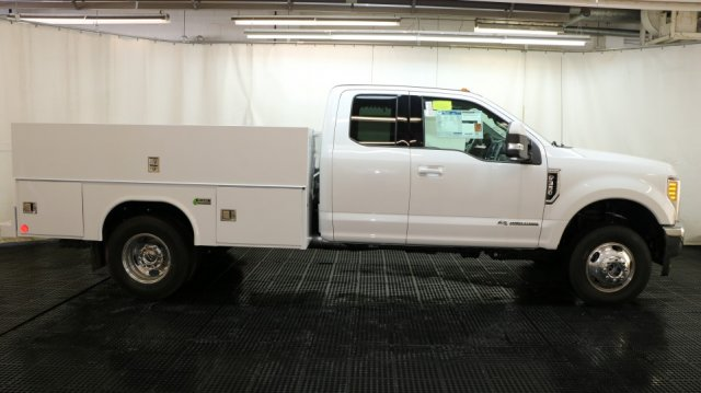 2017 F-350 Super Cab DRW 4x4, Reading Classic II Aluminum  Service Body #F103217 - photo 3