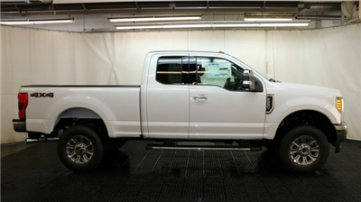 2017 F-250 Super Cab 4x4, Pickup #F105180 - photo 3