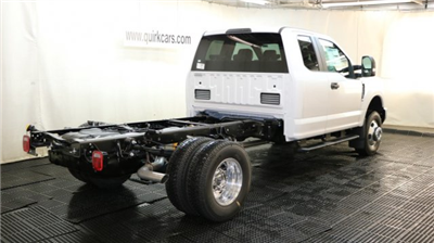 2017 F-350 Super Cab DRW 4x4 Cab Chassis #F105633 - photo 2