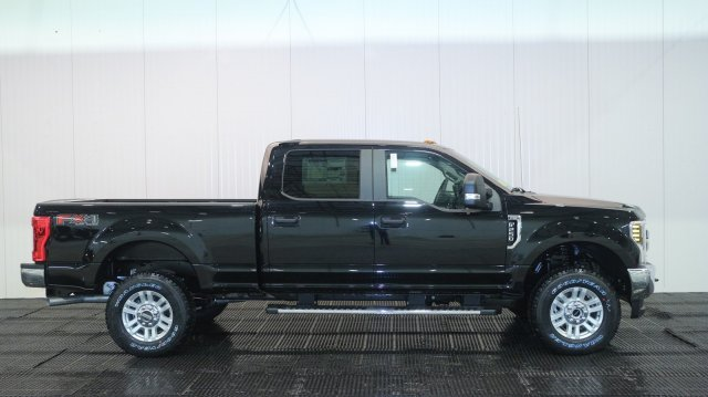 2018 F-250 Crew Cab 4x4,  Pickup #F107329 - photo 3