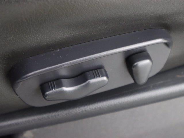 2010 Nissan Titan 4x4, Pickup #381059A - photo 28