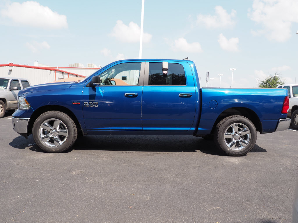 2017 Ram 1500 Crew Cab, Pickup #170092 - photo 3