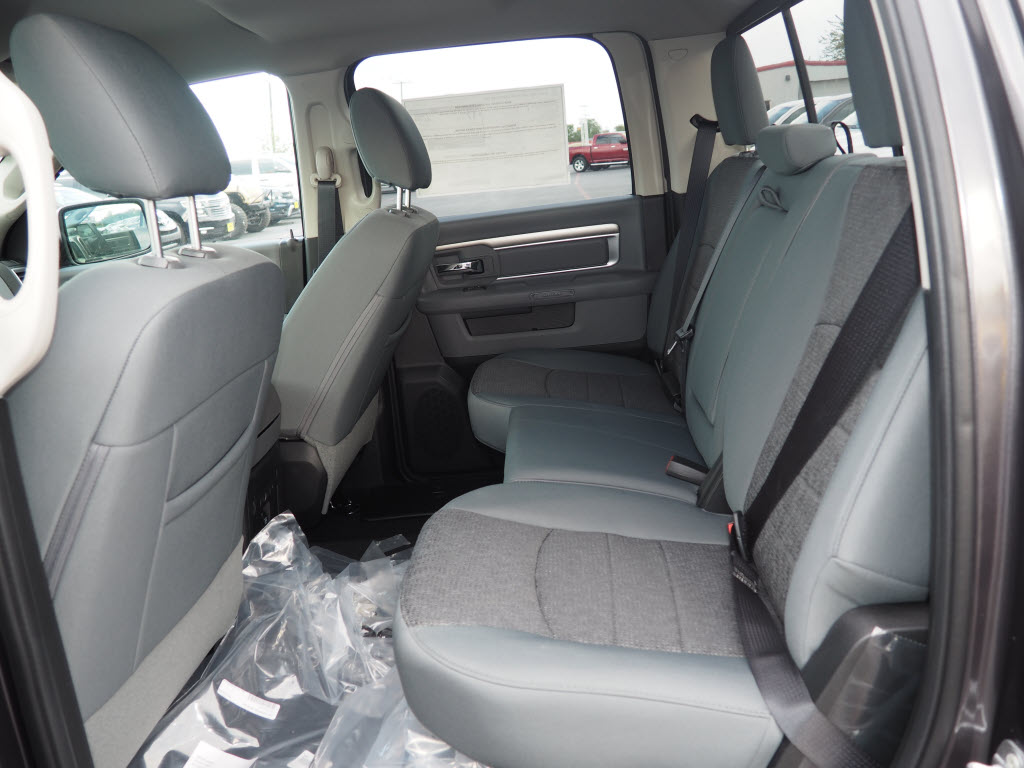 2017 Ram 1500 Crew Cab, Pickup #170175 - photo 4
