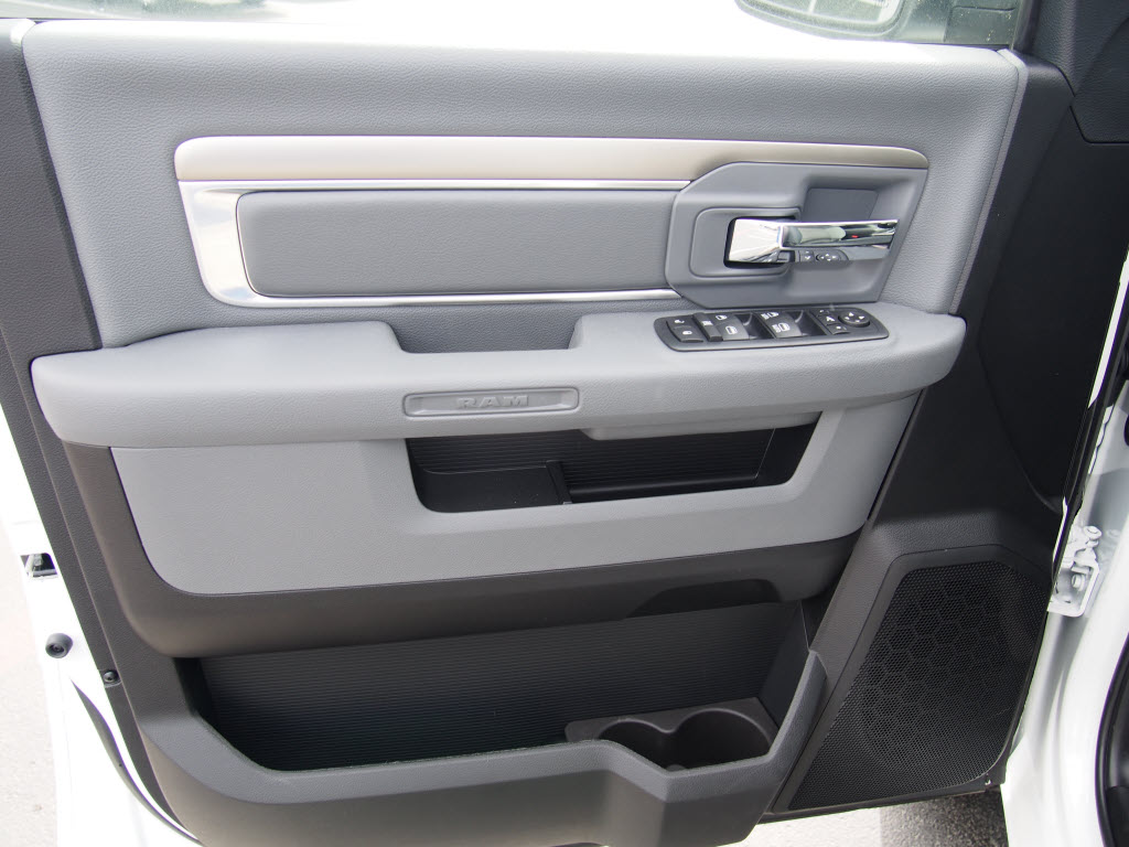 2017 Ram 1500 Crew Cab, Pickup #170189 - photo 7