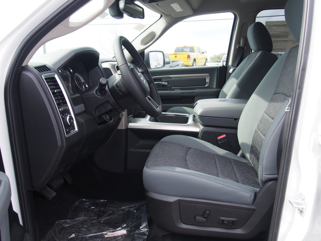 2017 Ram 1500 Crew Cab, Pickup #170189 - photo 8