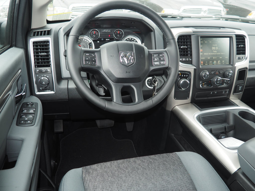 2017 Ram 1500 Crew Cab, Pickup #170235 - photo 5
