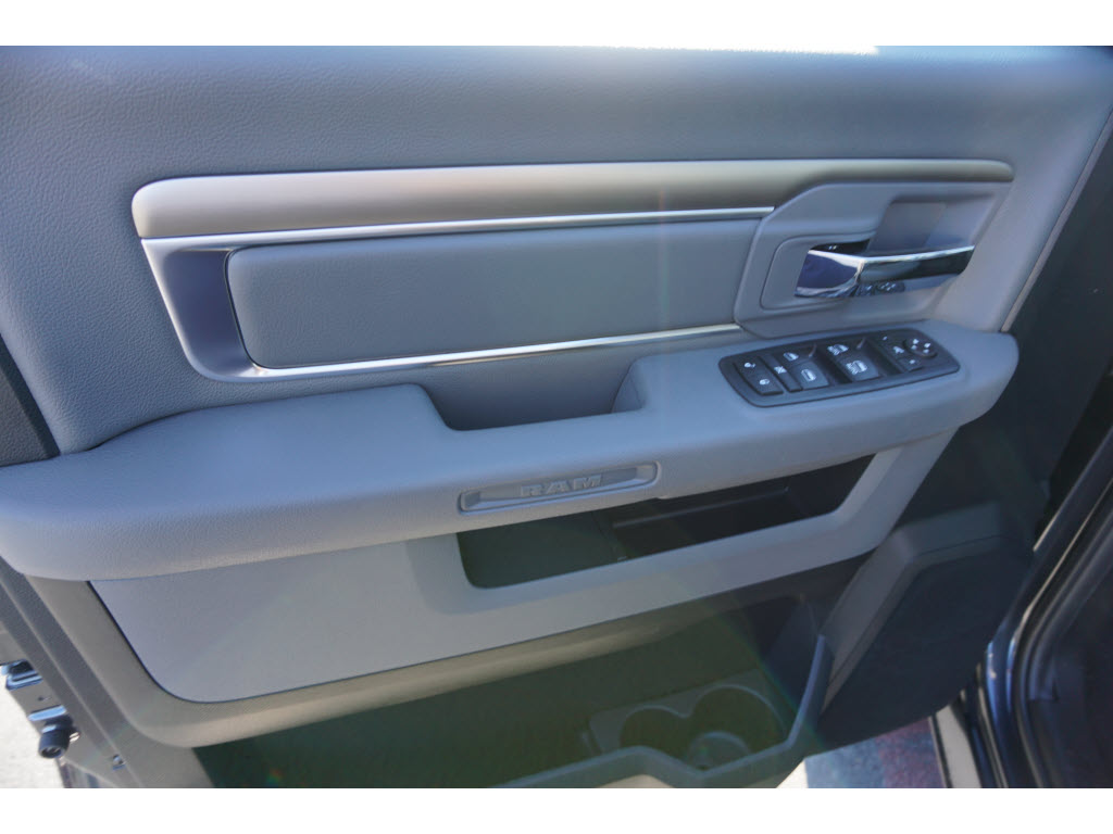 2017 Ram 1500 Crew Cab, Pickup #170255 - photo 7