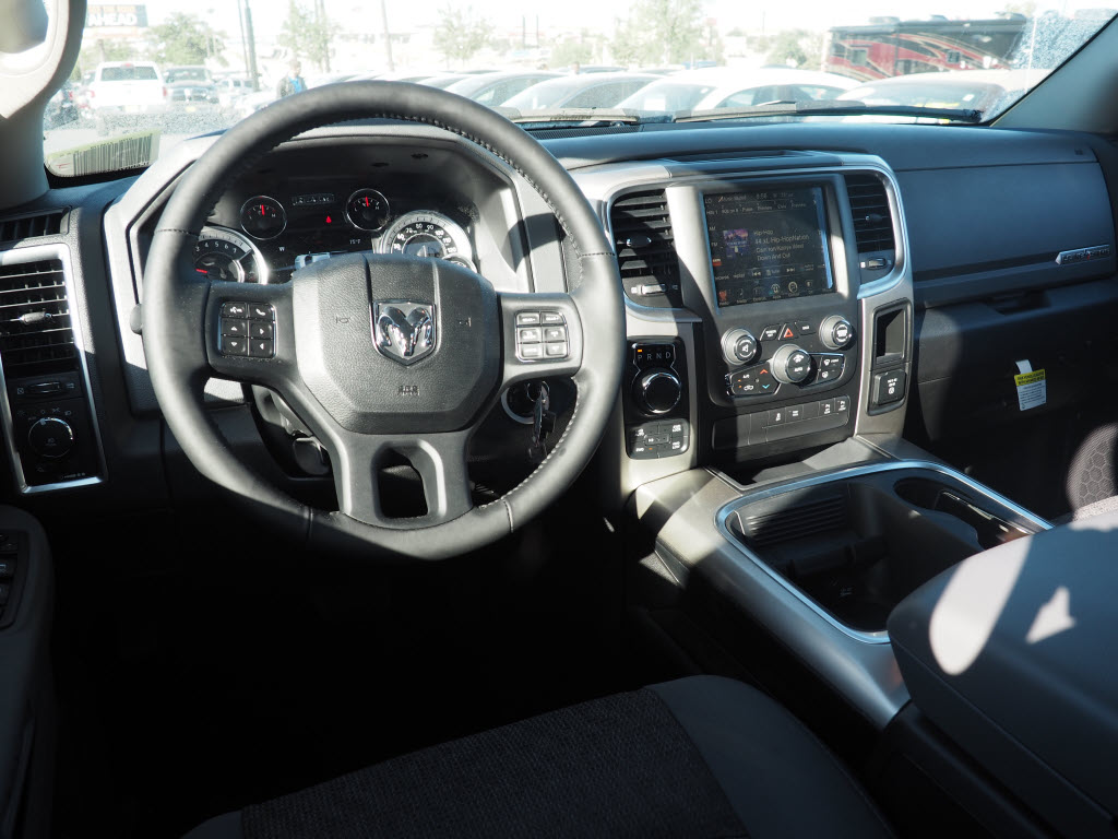 2017 Ram 1500 Crew Cab 4x4, Pickup #170256 - photo 5