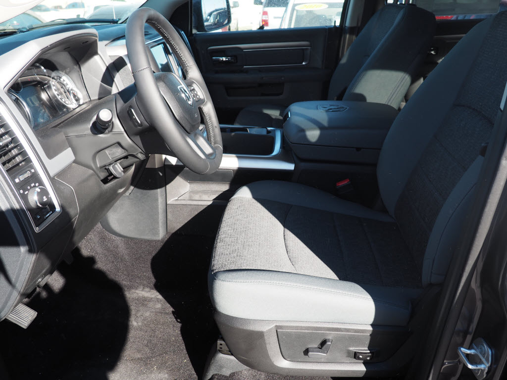 2017 Ram 1500 Crew Cab 4x4, Pickup #170256 - photo 6