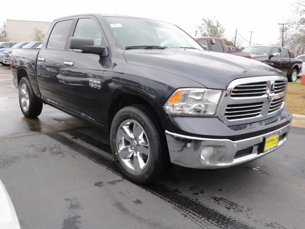 2017 Ram 1500 Crew Cab, Pickup #170691 - photo 6