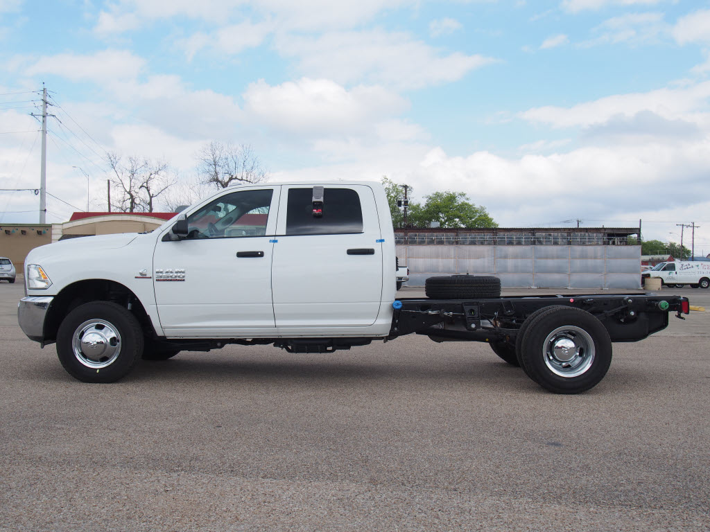 2017 Ram 3500 Crew Cab DRW 4x4, Platform Body #170837 - photo 4