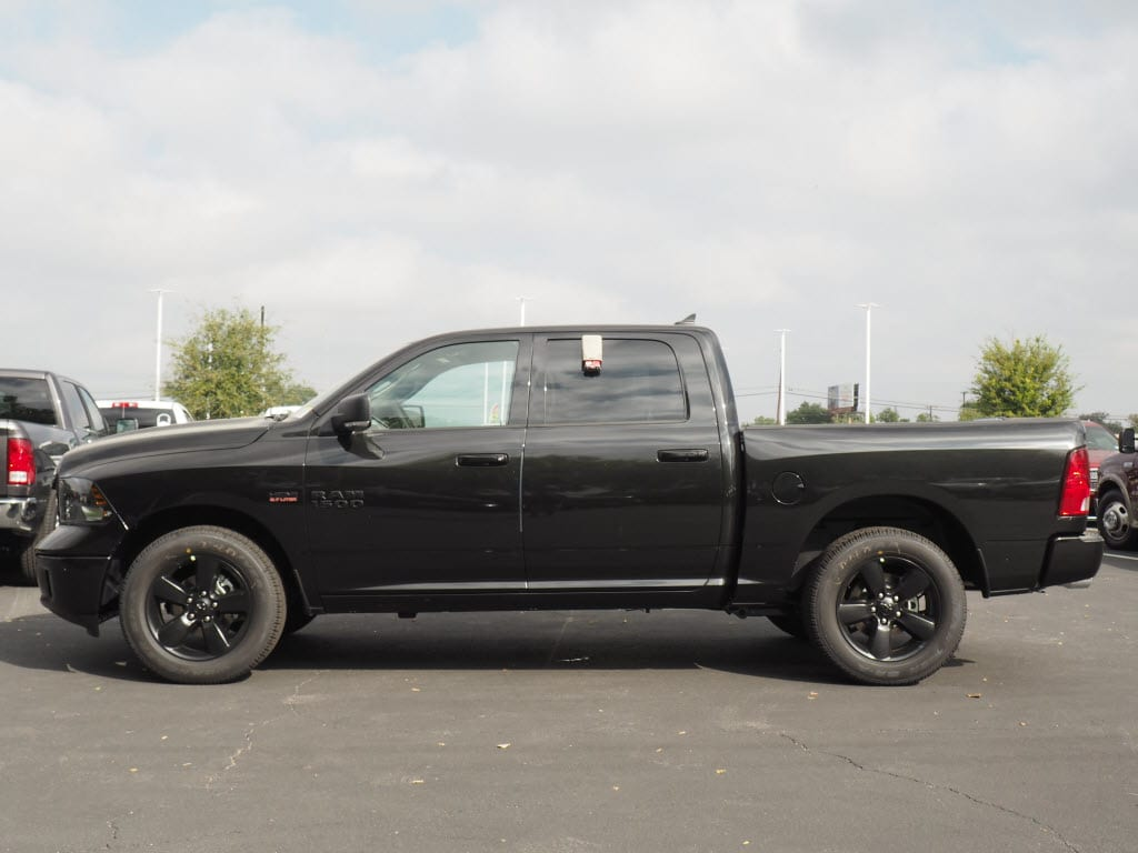 2018 Ram 1500 Crew Cab, Pickup #180116 - photo 3