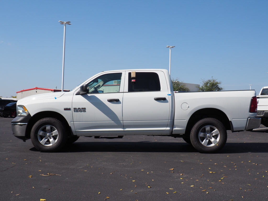 2018 Ram 1500 Crew Cab 4x4 Pickup #180214 - photo 3