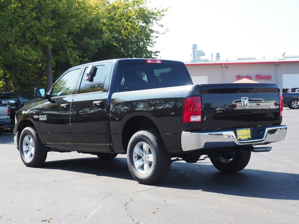 2018 Ram 1500 Crew Cab 4x4 Pickup #180215 - photo 2