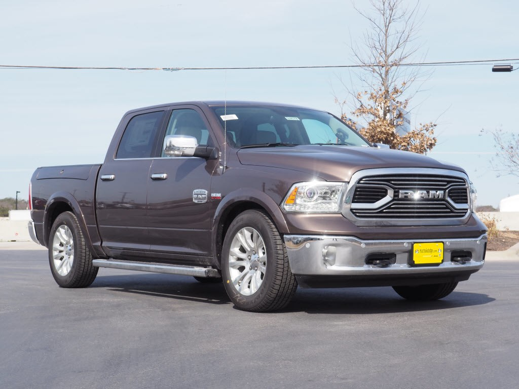 2018 Ram 1500 Crew Cab 4x4, Pickup #180574 - photo 1