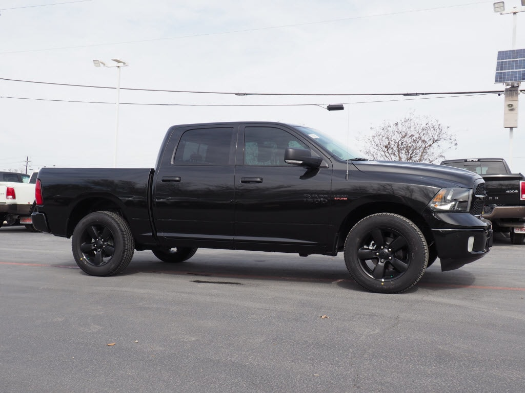 2018 Ram 1500 Crew Cab 4x4, Pickup #180749 - photo 3