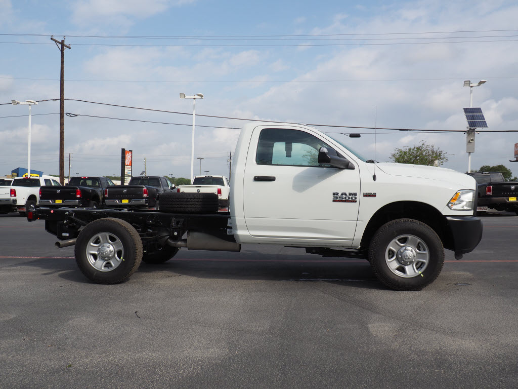 2018 Ram 3500 Regular Cab, Cab Chassis #180870 - photo 3