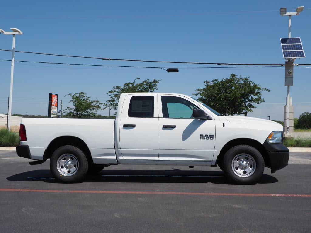2018 Ram 1500 Quad Cab, Pickup #180997 - photo 3