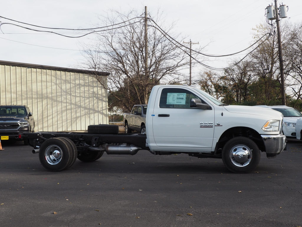 2018 Ram 3500 Regular Cab DRW 4x4,  Cab Chassis #181678 - photo 3