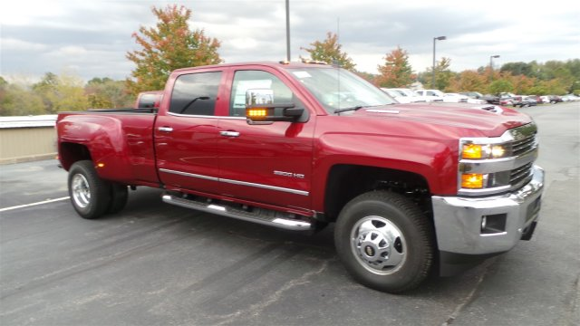 2018 Silverado 3500 Crew Cab 4x4, Pickup #JF126806 - photo 1