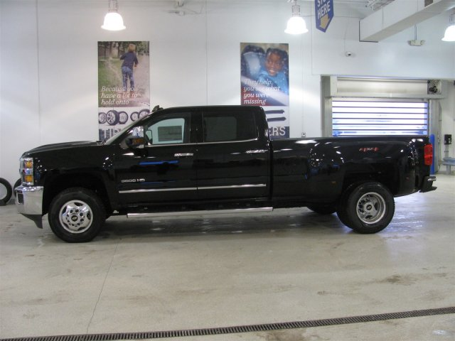 2018 Silverado 3500 Crew Cab 4x4, Pickup #JF187709 - photo 3