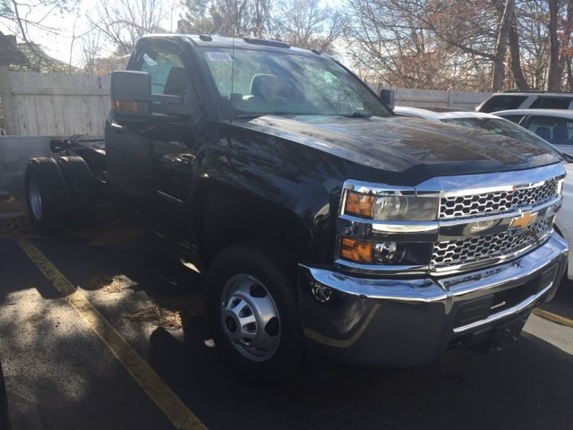 2019 Silverado 3500 Regular Cab DRW 4x4,  Cab Chassis #122575 - photo 3
