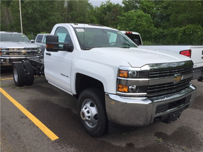 2017 Silverado 3500 Regular Cab 4x4, Cab Chassis #207382 - photo 3