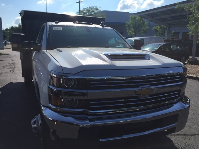 2017 Silverado 3500 Regular Cab 4x4, Dump Body #236451 - photo 3