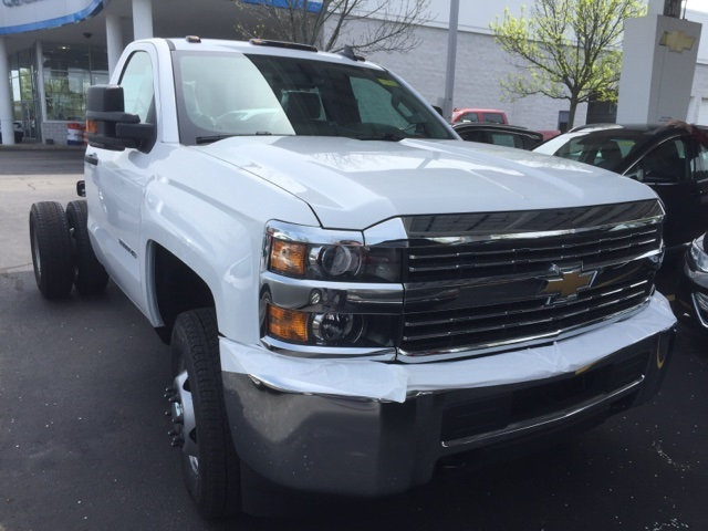 2018 Silverado 3500 Regular Cab DRW 4x4, Cab Chassis #303838 - photo 3