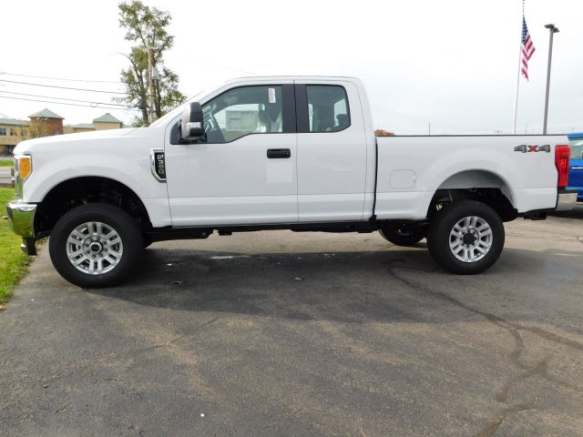 2017 F-350 Super Cab 4x4 Pickup #F171060 - photo 4