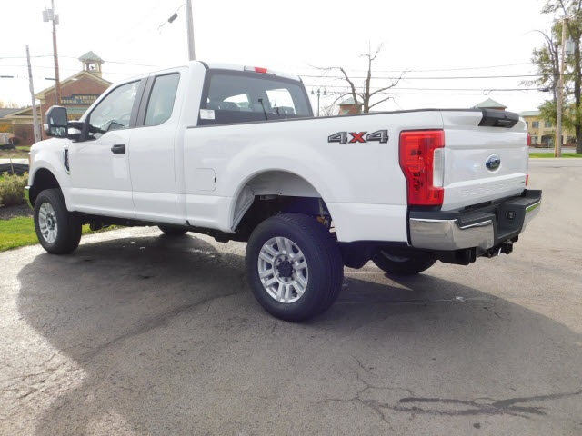 2017 F-350 Super Cab 4x4 Pickup #F171060 - photo 2