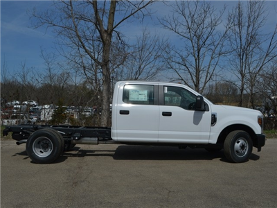 2018 F-350 Crew Cab DRW 4x2,  Cab Chassis #AT09627 - photo 3
