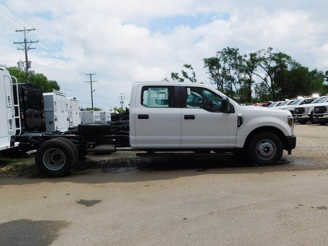 2018 F-350 Crew Cab DRW 4x2,  Cab Chassis #AT09838 - photo 3