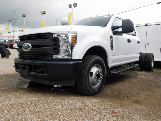 2018 F-350 Crew Cab DRW 4x2,  Cab Chassis #AT09838 - photo 5
