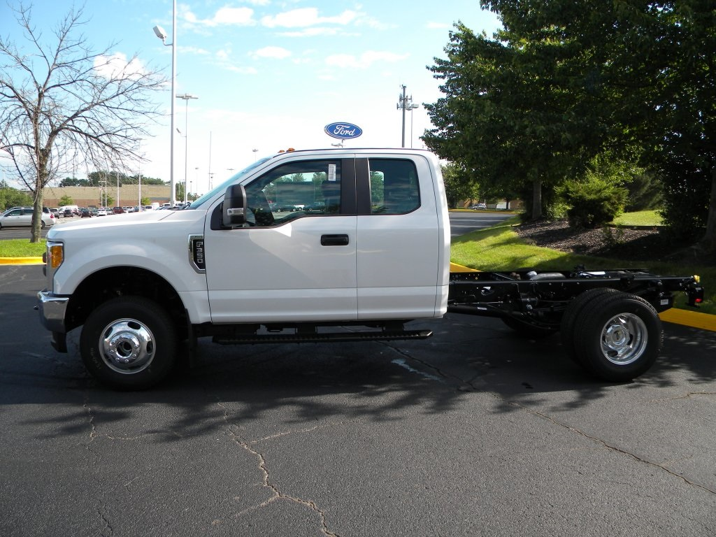 2017 F-350 Super Cab DRW 4x4,  Cab Chassis #TT21351 - photo 3