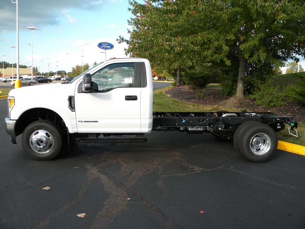 2017 F-350 Regular Cab DRW 4x4 Cab Chassis #TT21540 - photo 3