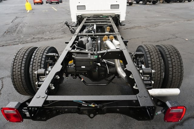 2018 F-550 Regular Cab DRW Cab Chassis #TW50016 - photo 4