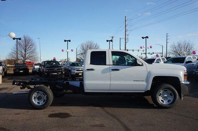 2018 Silverado 2500 Double Cab 4x4, Cab Chassis #133589 - photo 4