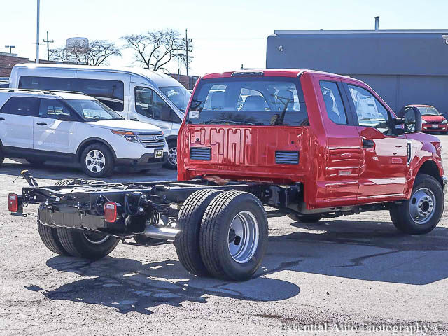 2017 F-350 Super Cab DRW Cab Chassis #171331 - photo 2