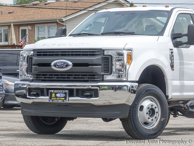 2017 F-350 Regular Cab DRW 4x4 Cab Chassis #172588 - photo 3