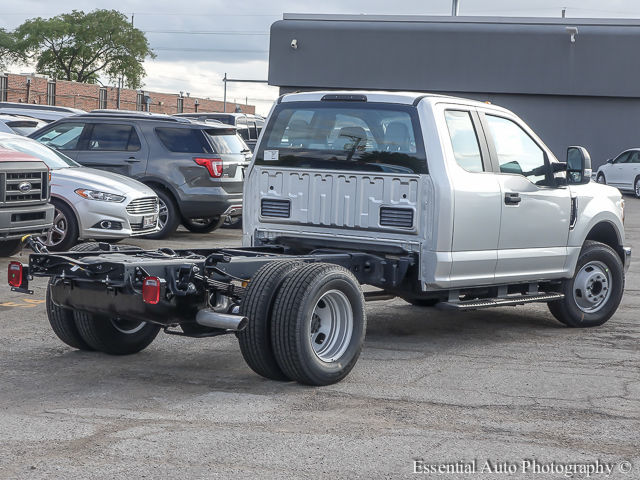 2017 F-350 Super Cab DRW Cab Chassis #172805 - photo 2