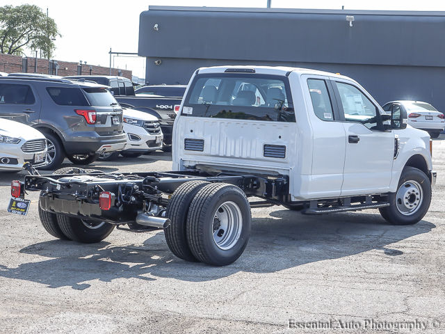 2017 F-350 Super Cab DRW Cab Chassis #172832 - photo 2