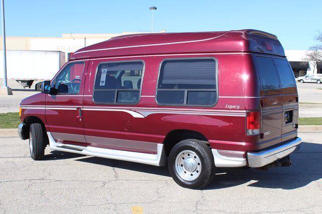 2005 Ford E-250 4x2, Passenger Wagon #210392A - photo 1