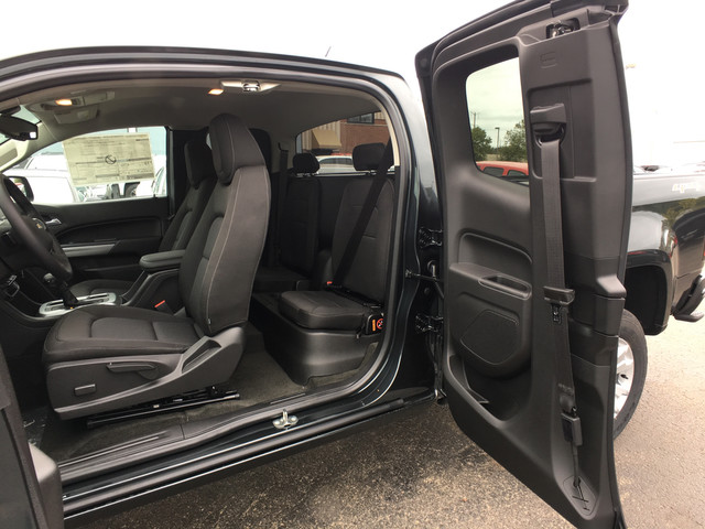 2018 Colorado Extended Cab 4x4, Pickup #C18259 - photo 23