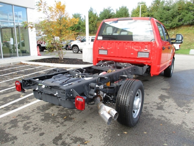2018 F-350 Crew Cab 4x4,  Cab Chassis #T1175 - photo 3