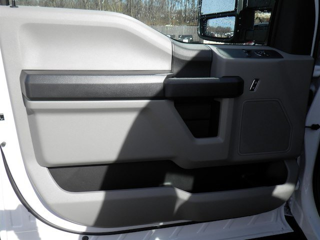 2018 F-550 Regular Cab DRW 4x4,  Cab Chassis #T453 - photo 17