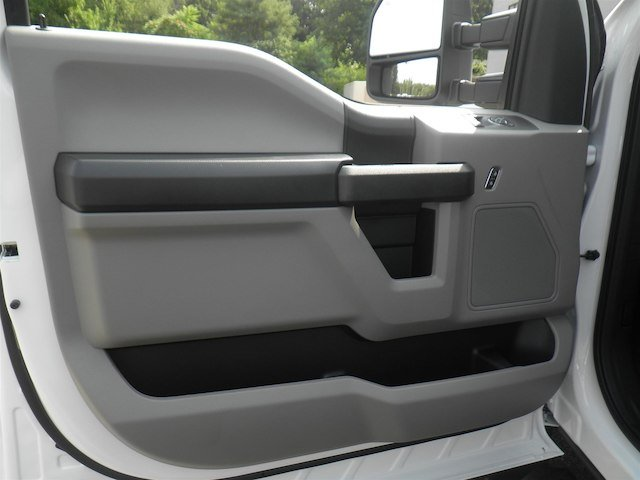 2019 F-550 Regular Cab DRW 4x4,  Cab Chassis #V006 - photo 13