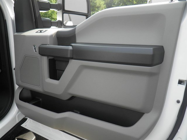 2019 F-550 Regular Cab DRW 4x4,  Cab Chassis #V006 - photo 15