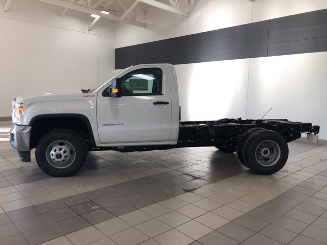 2019 Sierra 3500 Regular Cab DRW 4x4,  Cab Chassis #KF172029 - photo 3