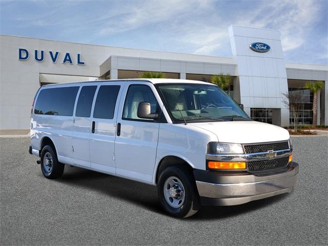 2017 Chevrolet Express 3500, Passenger Wagon #H1213581 - photo 1